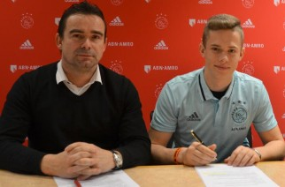 Mateusz Górski i Marc Overmars. Fot. Twitter.com/AFCAjax