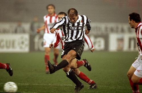 Od kariery piłkarza po trenerski szczyt. Futbolowa przygoda z perspektywy murawy Antonio Conte