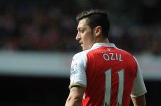 Czy Mesut Ozil jeszcze się przebudzi? (Zdjęcie: David Price/Arsenal FC via Getty Images)