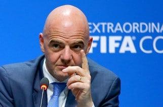 Superliga, zakaz gry w kadrze, machlojki PSG i City. Der Spiegel zdradza czarny obraz futbolu