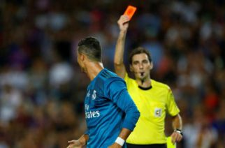 Ronaldo popchnął arbitra?