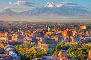 Stolica kraju Erywań u podnóża świętej góry Ormian - Ararat