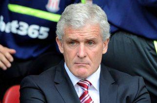 Mark Hughes musi dokonać zmian w defensywie Stoke. [mirror]