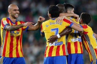 Piłkarze Valencii cieszący się po golu (fot. Twitter Valencia)