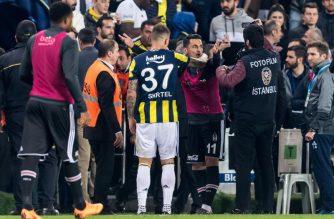 Skandal w Turcji podczas derbów Stambułu. Ucierpiał nawet trener