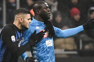 Inter - Napoli. Mauro Icardi rozmawiający z Kalidou Koulibalym po czerwonej kartce