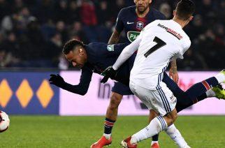 Kolejny przykład piłkarza-troglodyty. Rywal usprawiedliwia… kopanie Neymara
