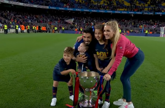 Ktoś tutaj przejął złe nawyki. Luis Suarez zaatakowany z własnej broni przez… swego syna!