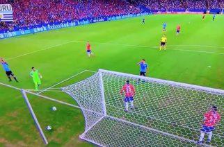 Kompromitacja Luisa Suareza. Domagał się rzutu karnego za zagranie piłki ręką przez bramkarza [WIDEO]