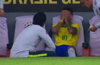 To na pewno nie była symulka. Neymar pokazał kontuzjowaną kostkę! [FOTO]