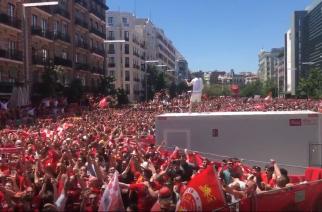"""Kibice Liverpoolu przejęli Madryt. Sympatycy """"The Reds"""" z pewnością są gotowi na finał! [WIDEO]"""