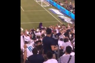 Odwaga czy głupota? Kibic Barcelony z koszulką Messiego w tłumie sympatyków rywali! [WIDEO]