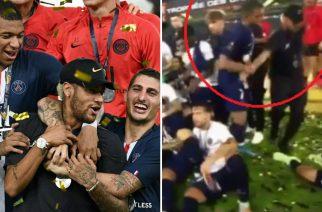 Neymar wypchnięty przez Mbappe podczas świętowania Superpucharu Francji [WIDEO]