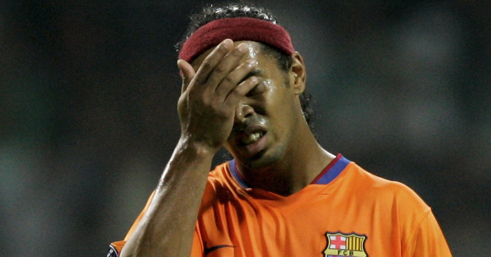Szewc bez butów chodzi, czyli Ronaldinho z najbardziej absurdalną posadą na świecie?