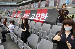 Erotyczne lalki na trybunach. Klub z Korei Południowej przeprasza za absurdalny pomysł