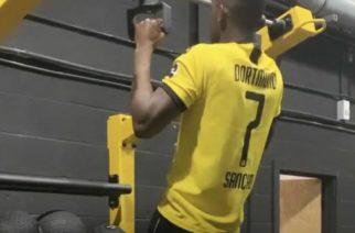 Rabbi Matondo trenował w koszulce największego rywala. Piłkarz Schalke przeprosił kibiców