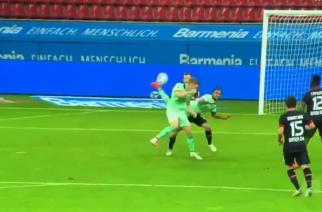 Poważny kandydat do nagrody Puskasa. Genialny gol Valentino Lazaro w starciu z Bayerem! [WIDEO]