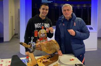 """Piękny gest Jose Mourinho. """"Otwieram paczkę, a tam upieczony prosiak"""""""