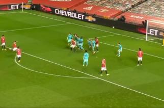 Bruno Fernandes strzela gola z rzutu wolnego. Manchester United na prowadzeniu! [WIDEO]