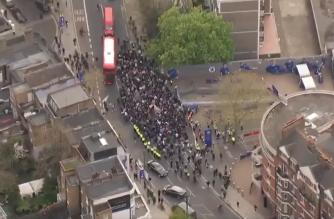 Zamieszanie wokół Stamford Bridge. Kibice wyszli na ulice! [WIDEO]