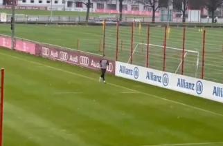 Pozytywne wieści z Monachium. Robert Lewandowski wrócił na boisko treningowe! [WIDEO]