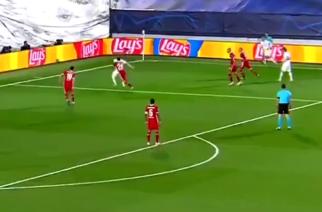 Kuriozalna postawa Giniego Wijnalduma przy trzecim golu Realu Madryt! [WIDEO]