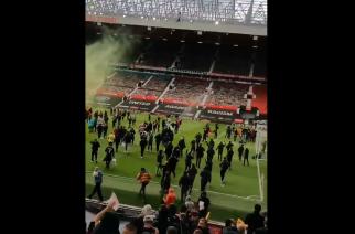 """Wielkie zamieszanie w Manchesterze. Kibice """"Czerwonych Diabłów"""" wtargnęli na Old Trafford! [WIDEO]"""