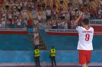 Rekompensata za Słowację. Robert Lewandowski podziękował kibicom w Sewilli! [WIDEO]