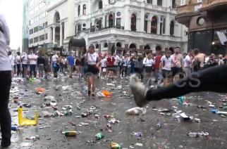 Pęknięte szyby, butelki na ulicach. Gorąca atmosfera przed finałem Euro 2020! [WIDEO]