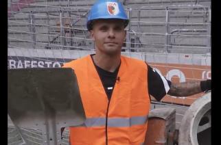 Rafał Gikiewicz z nowym kontraktem. Oryginalna prezentacja Augsburga! [WIDEO]