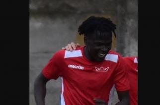 Brutalne pobicie na tle rasistowskim. Piłkarz z IV ligi walczy o życie