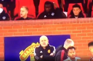 Sfrustrowany Donny van de Beek rzuca gumą w trakcie meczu [WIDEO]