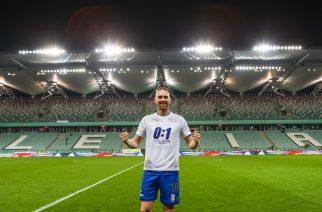 """Legia dostała pstryczek w nos od Lecha. """"Kolejorz"""" stworzył specjalne koszulki"""